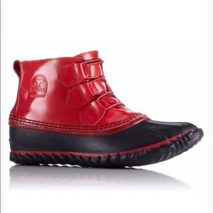 Shoes - Red Sorel Out N About boot